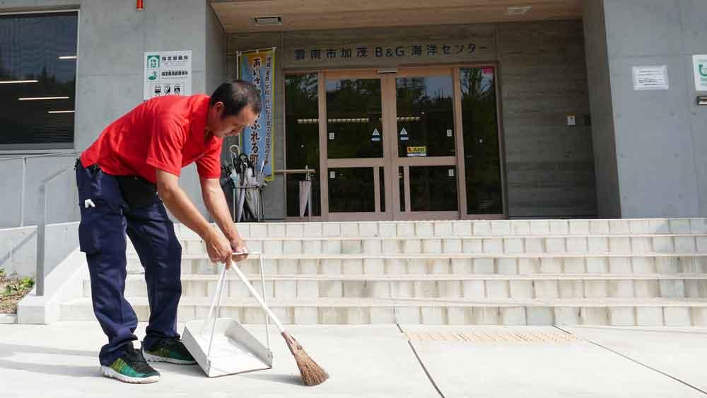 加茂B&G海洋センター様での清掃作業その1